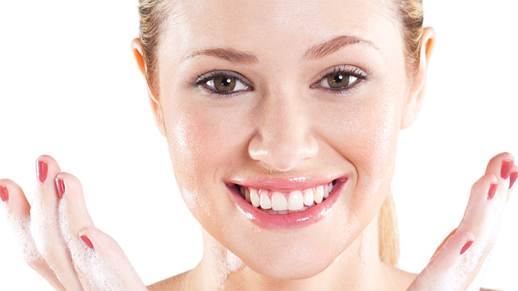 Ulei de masline pe fata: 6 beneficii + Cum sa-l aplici pe fata