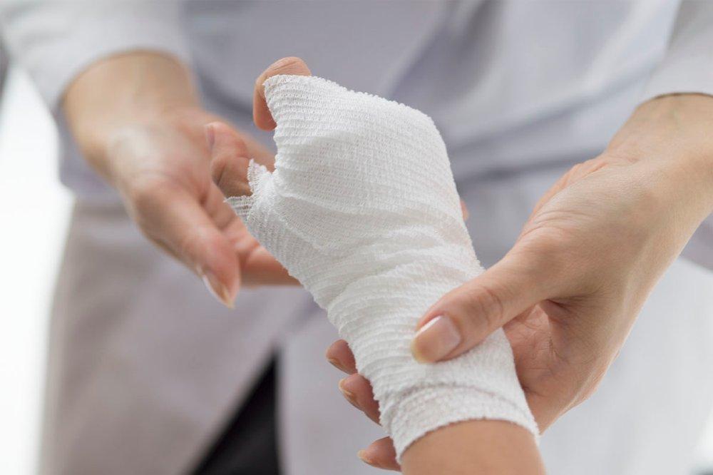 Fractura la incheietura mainii (mana rupta): Simptome, cauze, riscuri, complicatii, diagnostic si tratament