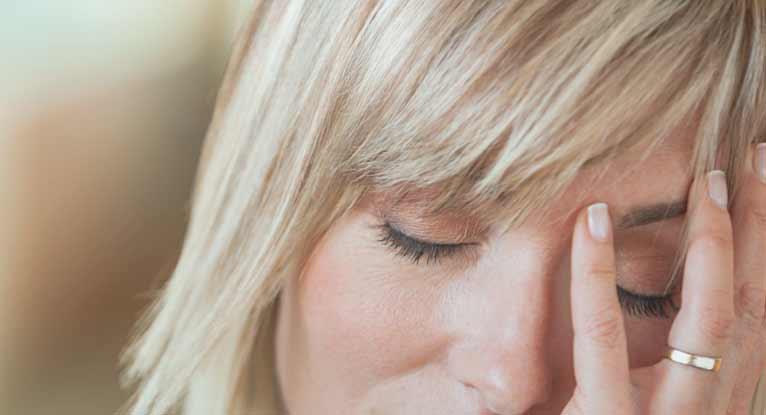 Dureri de cap hormonale: Cauze, simptome si tratament